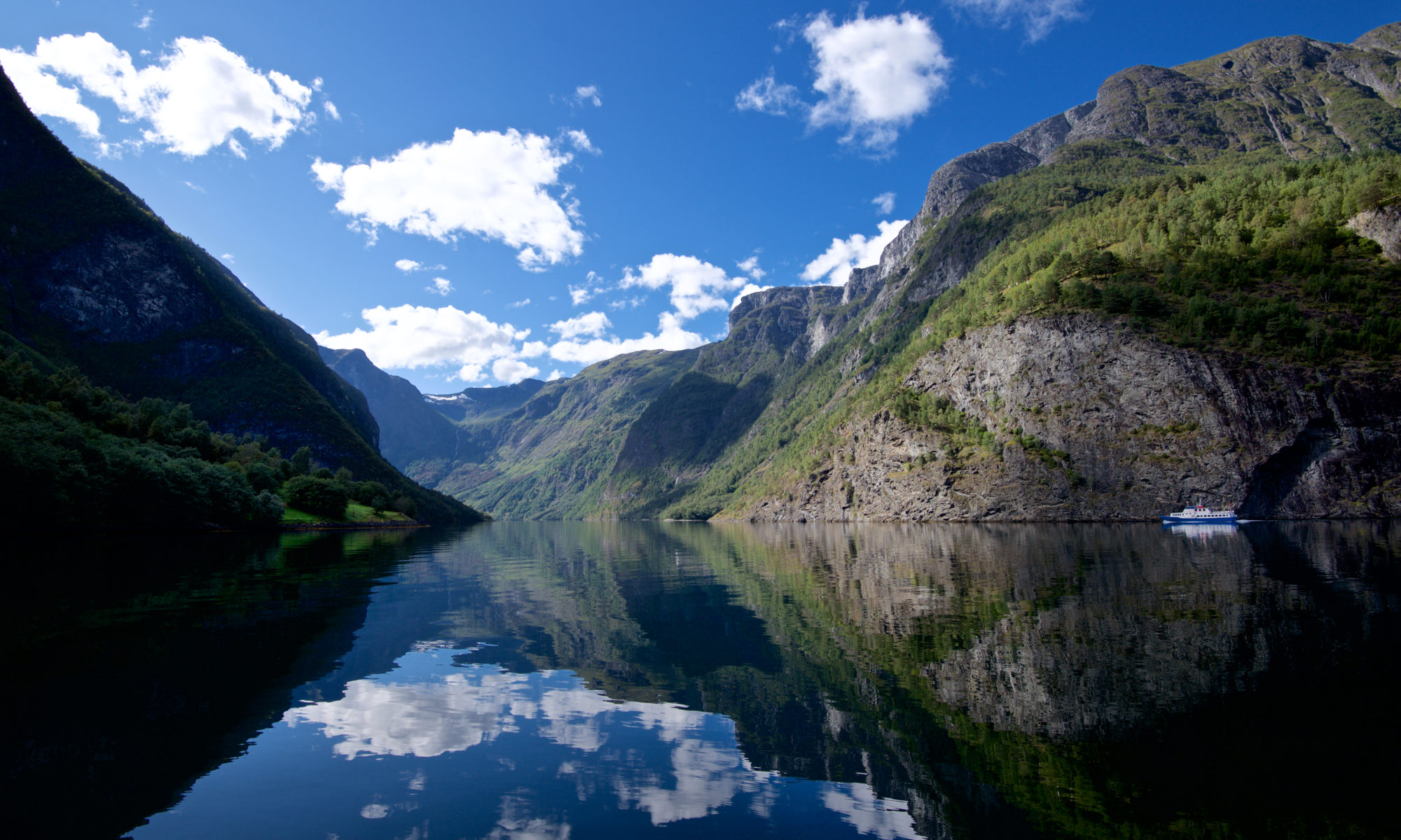 Download Mobile Phone Background Images from the Norwegian Fjords