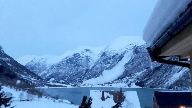 Snow avalanche in Oldedalen.