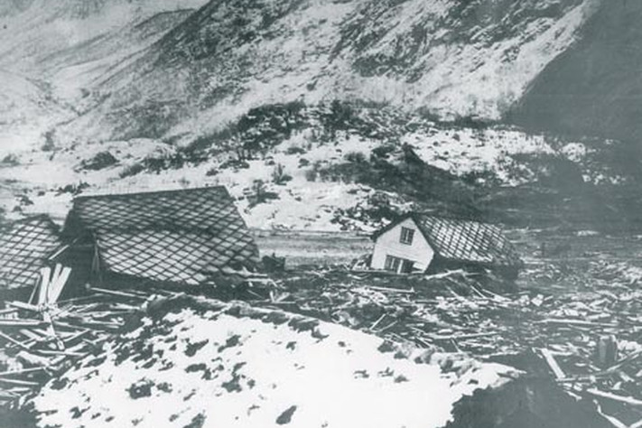 Photo taken in the Bødal settlement after the rock avalanche and following waves.
