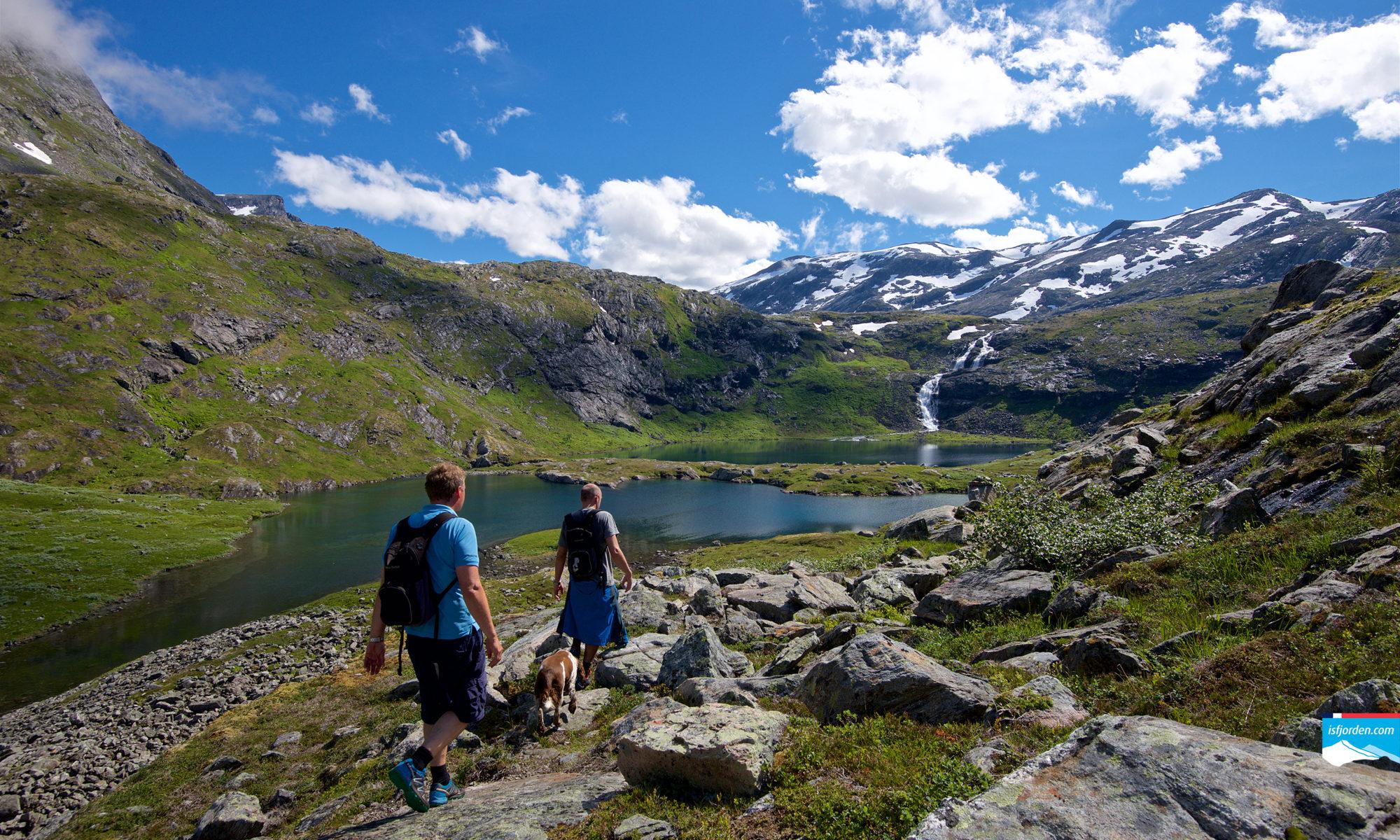 Hiking to Grøvdalsbakken in Isfjorden, Romsdal.