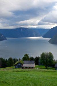 FJORDS NORGE - Sognefjorden og Lærdalsfjorden sett fra Haukåsen på Kaupanger.