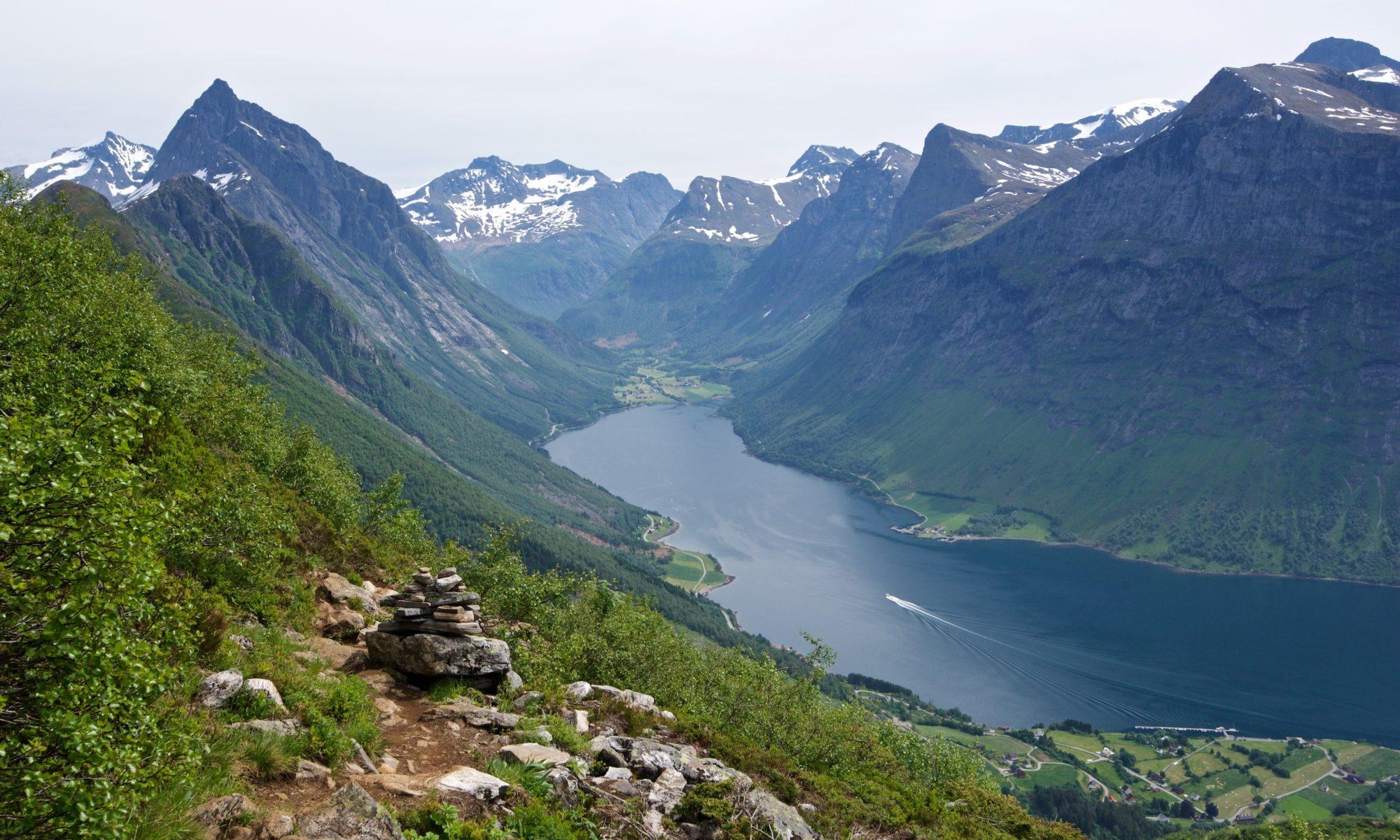 FJORDS NORGE - Fjelltur til Saksa på Urke ved Hjørundfjorden