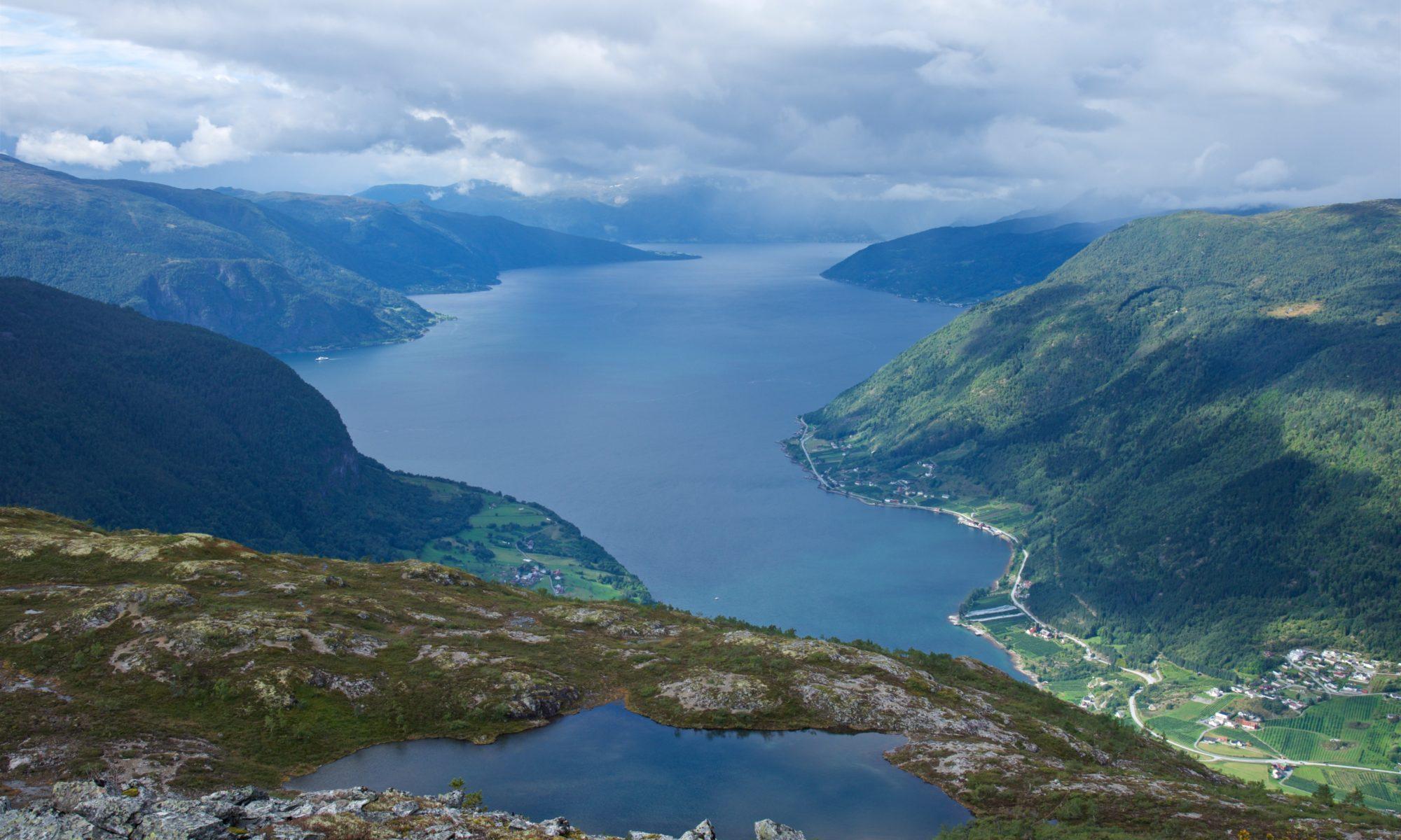 FJORDS NORGE - Fjelltur til Dueskard på Kaupangerhalvøya i Sogn