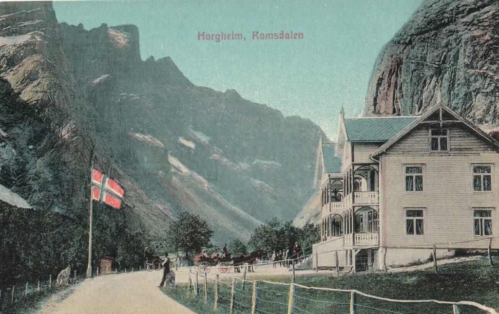 FJORDS NORGE - Fra Horgheim i Romsdalen. Trolltindene i bakgrunnen.