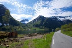 Between Menes and Vetlefjorden in Vetlefjorden