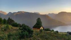 From Brevikskaret towards Romsdalseggen and the Romsdalsfjord.