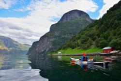 Kajakk på Aurlandsfjorden, mot Undredal