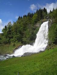 22 The waterfall Steinsdalsfossen by Norheimsund, which it is possible to walk behind.