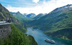 View from Ørnesvingen (The Eagle Bend) towards Geiranger.