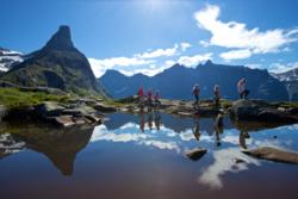Mt. Litlefjellet in Isfjorden. Photo: www.fjords.com