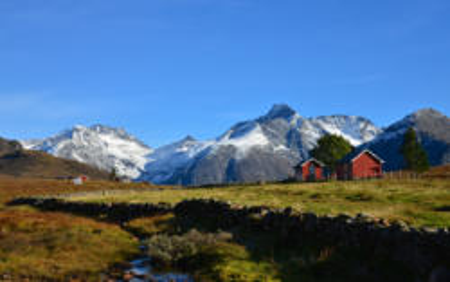 Kavliheian Mountainpasture in Isfjorden. Photo: www.fjords.com