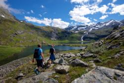 Hike to Grøvdalsbakken  and Lake Bakkevatnet in Isfjorden