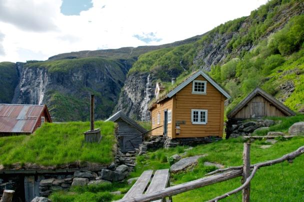 Sinjarheim Mountainfarm in the Aurlandsdalen Valley. Photo: www.fjords.com