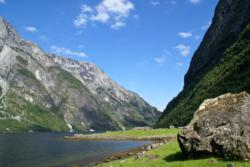 Hiking at Holmo by the Nærøyfjord. Photo: www.fjords.com