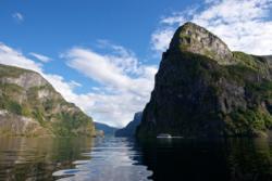 Aurlandsfjorden og fjellet Beitelen til høyre