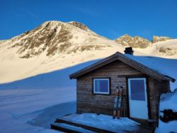 Skiing to Hestebotn below Kirketaket. Jan 8th 2021. Photo: Odd Hatlen