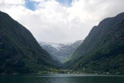 Buerdalen and Buerbreen Glacier by Lake Sandvinvatnet.