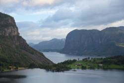 Lake Ragsvatnet, Høgsfjorden in the background.