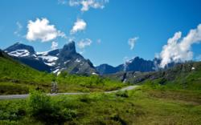Vengedalen Valley in isfjorden. Photo: www.fjords.com