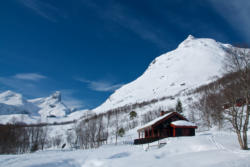 Skiing to Mt. Blånebba in Isfjorden. The starting point at Vengedalssetra Mountain pasture in Vengedalen.