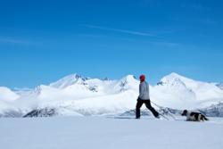 Skiing to Mt. Blånebba in Isfjorden. Mt. Klauva, Kirketaket and Kjøvskardtind in the background.