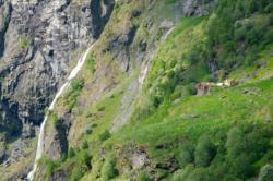 Hiking Aurlandsdalen Valley